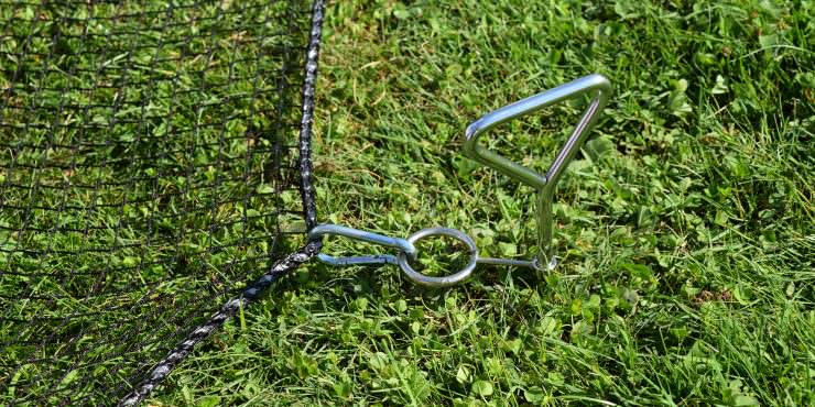 Safety Net Assembly, Mounting With Tent Pegs