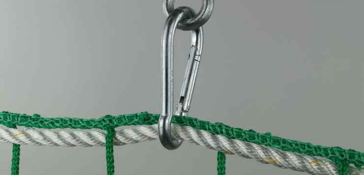 Montage mit Sicherheitskarabinerhaken