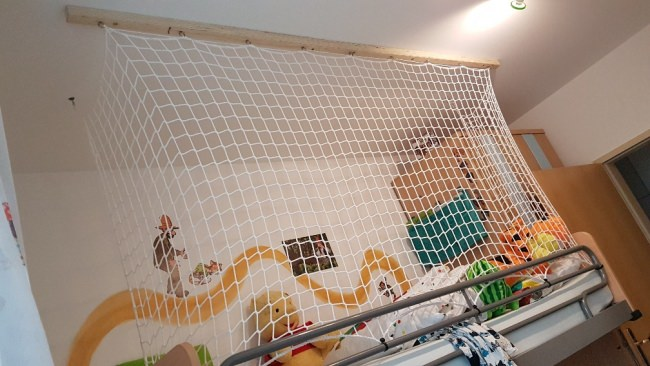 Rausfallschutz Etagenbett Wohnwagen : Hochbett schutznetz per m² nach maß schutznetze24
